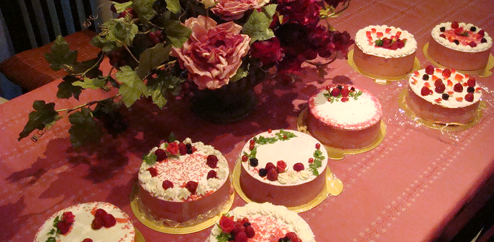 ケーキの仕上げのデコレーションは自分好みで・・・