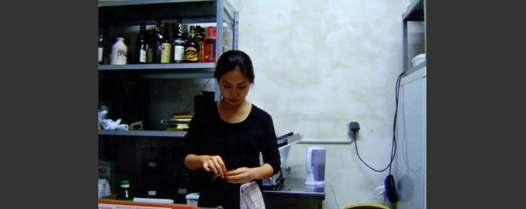 修業先のレストランではアミューズの創作寿司を担当