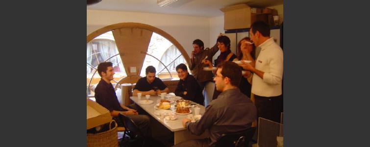 ロバ社のスタッで料理学校で作ったお菓子の試食