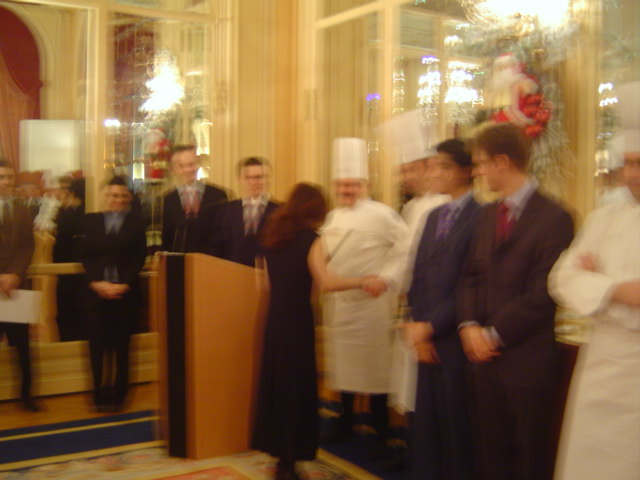Ritz Parisのサロンで卒業式